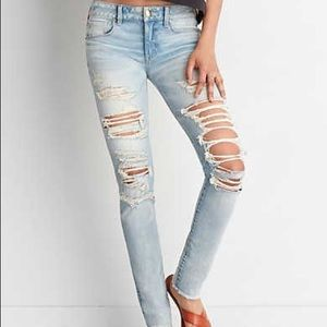 AEO light wash destroyed jeans ✨